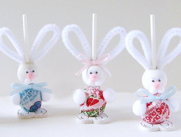conejos-de-chupetin-para-pascua-manualidades-souvenir-facil-ahorro