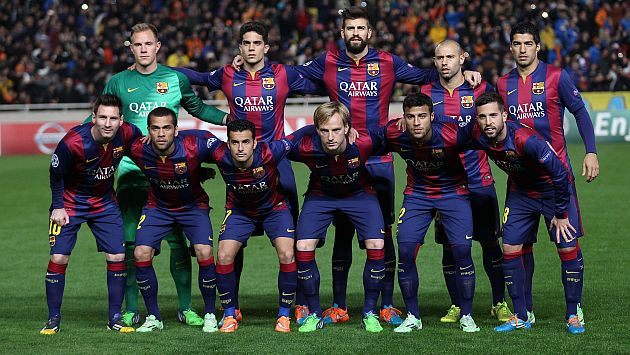 Barcelona's football team poses for a photo before their UEFA Champions League group F football match against APOEL FC at GSP Stadium in Nicosia on November 25, 2014. AFP PHOTO/ SAKIS SAVVIDES