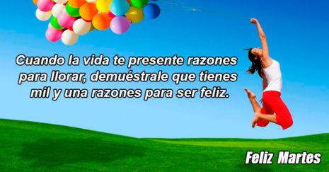 Imagen de mujer con globos en el campo, con frase para martes. http://fechaespecial.com/