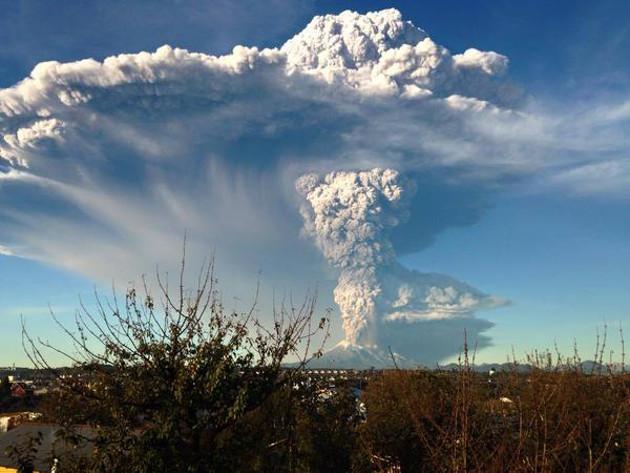 Mira-las-impresionantes-imagenes-del-volcan-Calbuco-en-erupcion-en-Chile-02