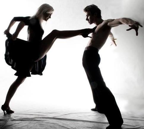 bailarines-pierna-pecho