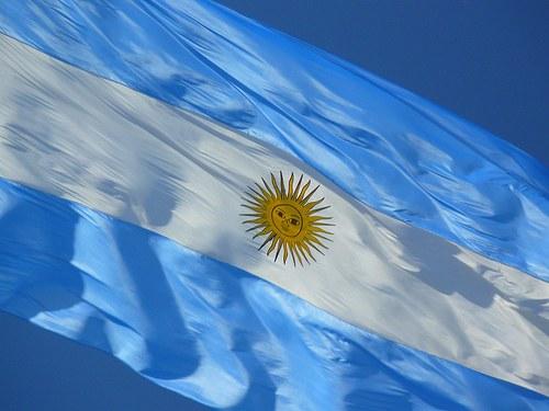 25-de-mayo-bandera-13058304_2390_bandera_argentina_H083410_L