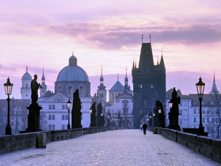 Charles_Bridge_at_dusk_Prague_Czech_Republic