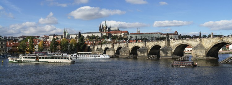 charles_bridge_castle