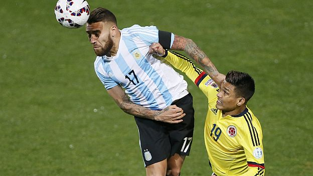 Argentina's Nicolas Otamendi (L) and Colombia's Teofilo Gutierrez battle for the ball during their Copa America 2015 quarter-finals soccer match at Estadio Sausalito in Vina del Mar, Chile, June 26, 2015. REUTERS/Rodrigo Garrido