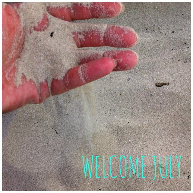 bienvenido-julio-welcome-july-L-zfMHnt