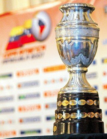 las-mejores-fotos-del-trofeo-de-la-copa-america