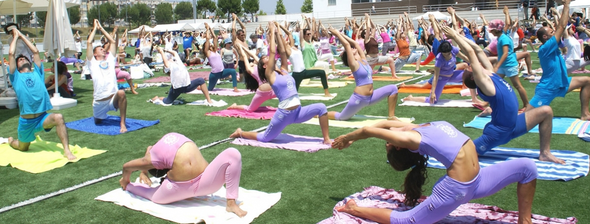 3.-dia-internacional-do-yoga-2010-almada-mega-aula-do-yoga(1)