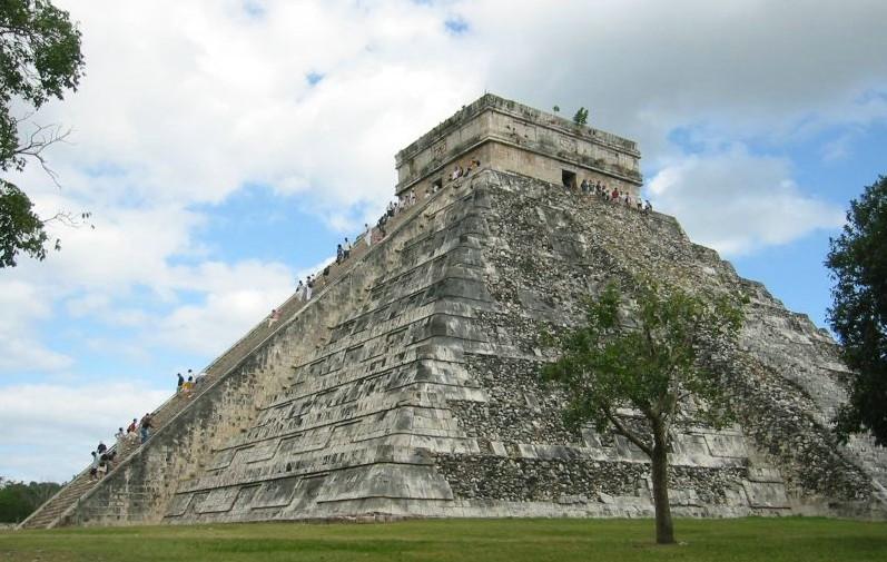 Imágenes, símbolos y arquitectura de la cultura Maya
